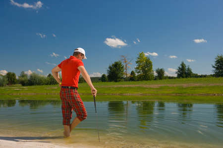 mid adult man: Vista trasera de un hombre de mediana edad de pie en el agua LANG_EVOIMAGES