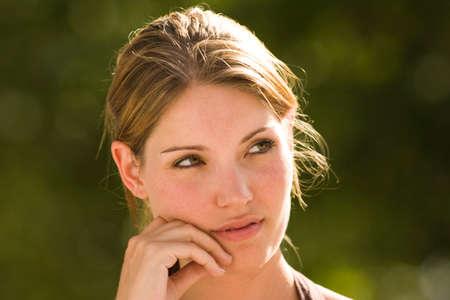 giovane donna: Ritratto di giovane donna meditazione