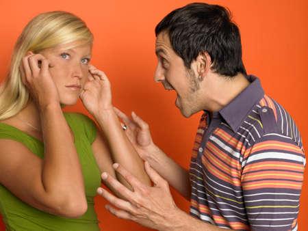 man screaming: Man screaming at woman LANG_EVOIMAGES