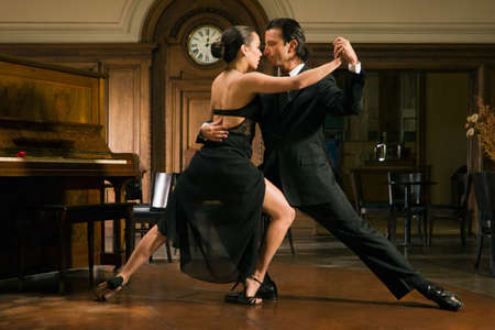 tango: Young couple dancing LANG_EVOIMAGES