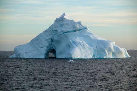 ful: Iceberg,South Shetland Islands,Antarctica LANG_EVOIMAGES
