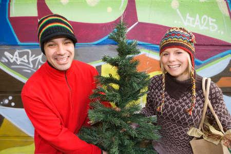 choosing: Couple choosing Christmas tree LANG_EVOIMAGES