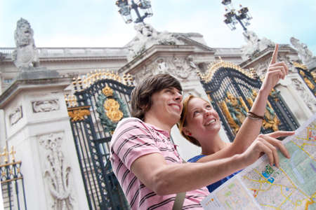 motioning: Couple sightseeing with map LANG_EVOIMAGES
