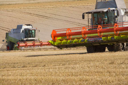 harvesters: Wheat harvesters LANG_EVOIMAGES