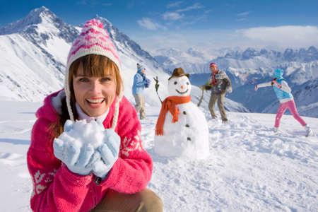 bonhomme de neige: Famille b�timent bonhomme ensemble et ayant bataille de neige