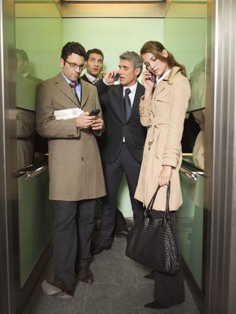 전화로 얘기 네 비즈니스 사람들이 스톡 콘텐츠