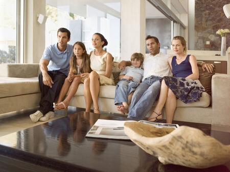 personas viendo tv: La gente que mira la TV