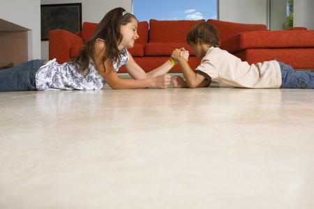low blouse: Siblings arm wrestling LANG_EVOIMAGES