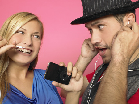 disconnecting: Couple with MP3-player