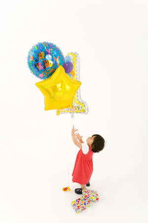 occ: Toddler girl (9-12 months) with baloons, elevated view LANG_EVOIMAGES