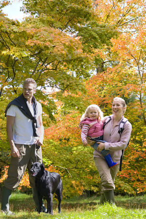 leis: Family and dog walking in woods LANG_EVOIMAGES