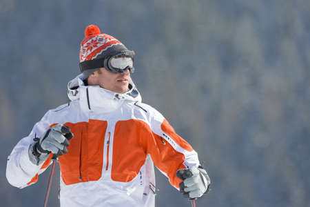 peo: Serious skier in cap and goggles LANG_EVOIMAGES