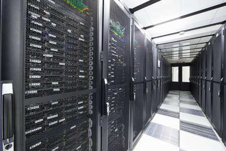 rechenzentrum: Server in Speicherschr�nke im Rechenzentrum