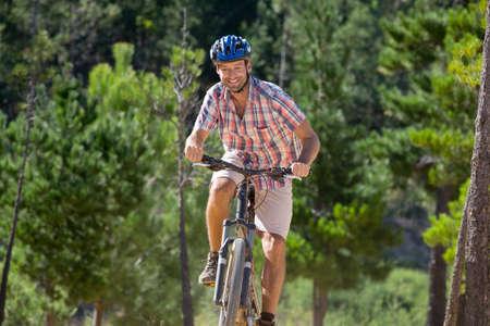 transportation: Man riding mountain bike in forest LANG_EVOIMAGES