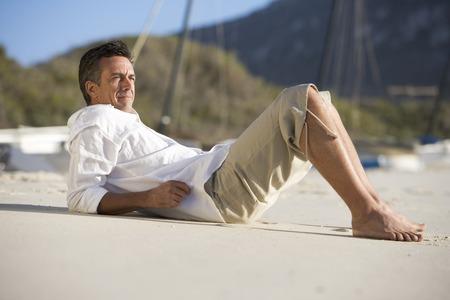 pantalones abajo: Un hombre que pone en una playa LANG_EVOIMAGES