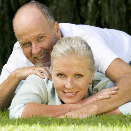 A senior couple in a garden Stock fotó - 96414743