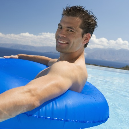 lilo: A man relaxing in a pool LANG_EVOIMAGES