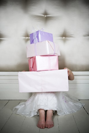 spoilt: Little girl with birthday presents LANG_EVOIMAGES