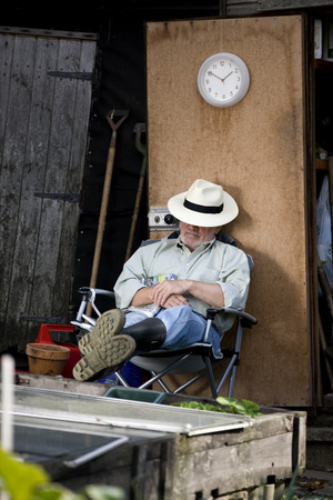 self sufficient: A senior man resting on an allotment