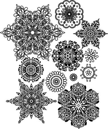 sophisticated: Set of lacy arabesque design. Ornamental circle. Sophisticated snowflakes Illustration