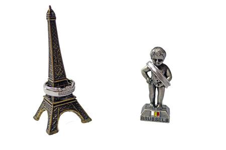 the piss: Eiffel tower and Manikin piss