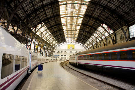 estacion tren: Estructura y techo de la estaci�n de tren. Barcelona. Estilo Art Nouveau.  Foto de archivo