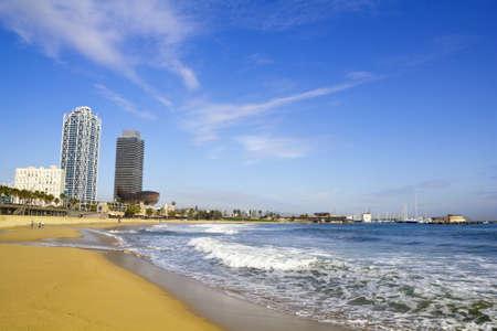 barcelone: Vue de Barcelone � partir de la plage de la Barceloneta