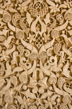 arabische letters: Arabesken in Binnenplaats van Lions Alhambra, Andalusië, Spanje Redactioneel
