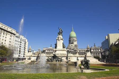 bandera argentina: Congreso plaza monumento en Buenos Aires, Argentina
