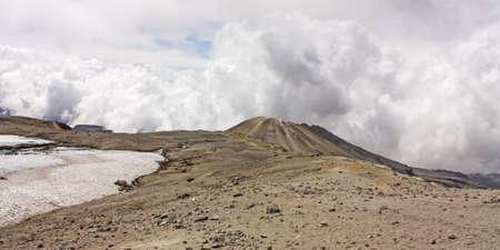 ruiz: Glacier Volcano Nevado del Ruiz, in Los Nevados Parque Nacional Natural Due to climate change, the glacier is running  Of the 14 glaciers that had in the twentieth century in Colombia, today only 6