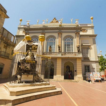 Figueres, Spagna - 14 giugno: Museo di Dali a Figueres, in Spagna il 14 giugno 2012. Museo è stato inaugurato il 28 settembre 1974 e ospita la più grande collezione di opere di Salvador Dali. Editoriali
