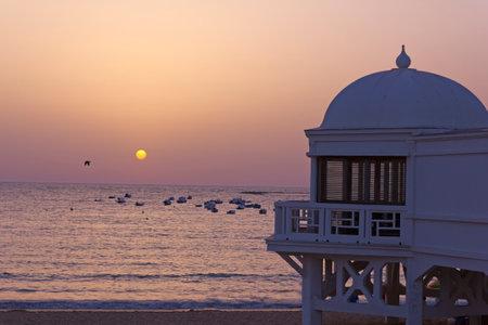cadiz: Old seaside resort on the beach in Cadiz. Andaluscía, Spain. Editorial