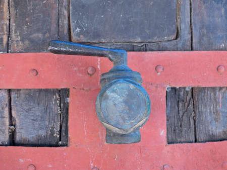 techniek: Oude wijn storting. Traditionele oude techniek van het wijnmaken.