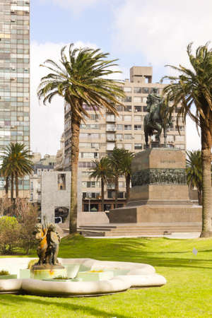 artigas: Independence Square in Montevideo, Uruguay It is the city center, with statue of Artigas, the Gate of the Citadel, Executive Tower government Palacio Estevez