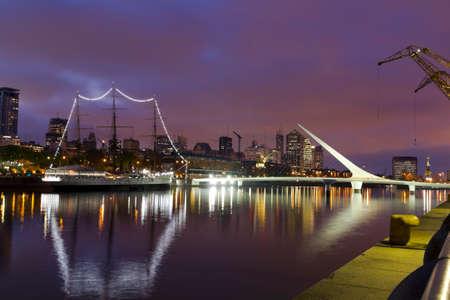Buenos Aires, Argentinien. Puerto Madero bei Nacht