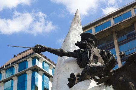 don quijote: Estatua de Don Quijote de la Mancha y Rocinante, de Miguel de Cervantes, en la Avenida 9 de Julio en Buenos Aires, Argentina.
