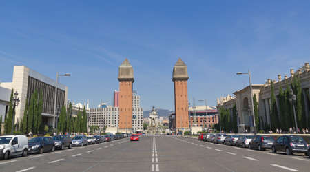 espanya: BARCELONA, SPAIN - SEP 1: Plaza de Espanya on September 1, 2013 in Barcelona, Spain. There are many landmarks in Spain Square, such as the twin campanile-style towers built in 1929
