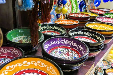 kapalicarsi: Classical Turkish ceramics on the Istanbul Grand Bazaar. Istambul, Turkey Stock Photo
