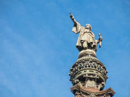 海の正面にバルセロナ、スペインのクリストファー ・ コロンブスの記念碑