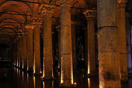 aljibe: The Basilica Cistern - underground water reservoir build by Emperor Justinianus in 6th century, Istanbul, Turkey