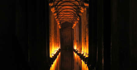 aljibe: The Basilica Cistern - underground water reservoir build by Emperor Justinianus in 6th century, Istanbul, Turkey. The Basilica Cistern is imperial era, fifteenth century, and is one of the biggest tourist attractions in Istanbul. Foto de archivo
