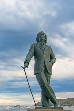 salvador dali museum: CADAQUES, SPAIN - JUNE 28, 2017: Detail of a bronze life-size statue to famous Salvador Dali in Cadaques, Spain. This small town in the Costa Brava holds the House-Museum of the artist Editoriali