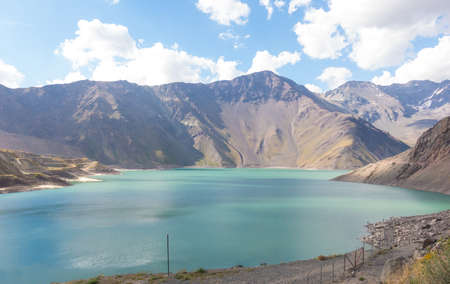 Mountains and peaks landscape. Lake of Yeso. Cajon del Maipo. Santiago of Chile 免版税图像