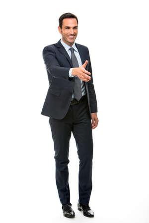 poign�es de main: Pleine longueur portrait d'un homme d'affaires sourire levant le bras pour serrer la main