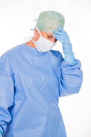 cansancio: Cirujano de la mujer cansada despu�s de una operaci�n