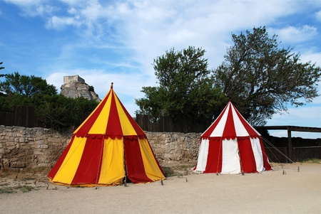 two historical medieval camp tent red, white and yellow Stockfoto