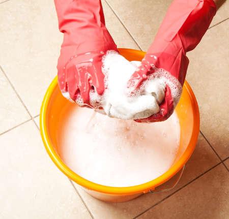 servicio domestico: Limpieza de la casa Foto de archivo
