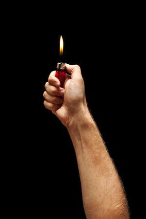 encendedores: La mano del hombre que quema más ligero Foto de archivo