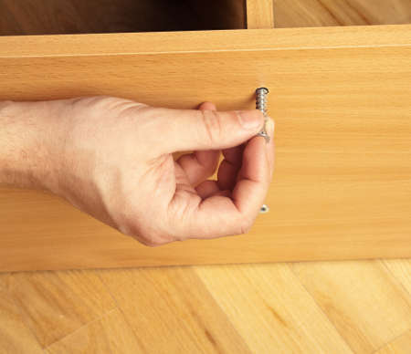 asamblea: Carpenter montaje de muebles de madera
