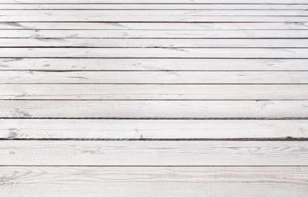 Lichtgrijs houten structuur met horizontale planken vloer, tafel, wand.